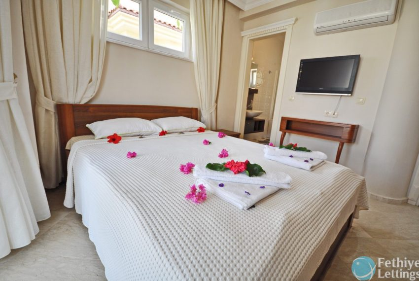 Villa with Private Beach for Rent Fethiye Lettings 19